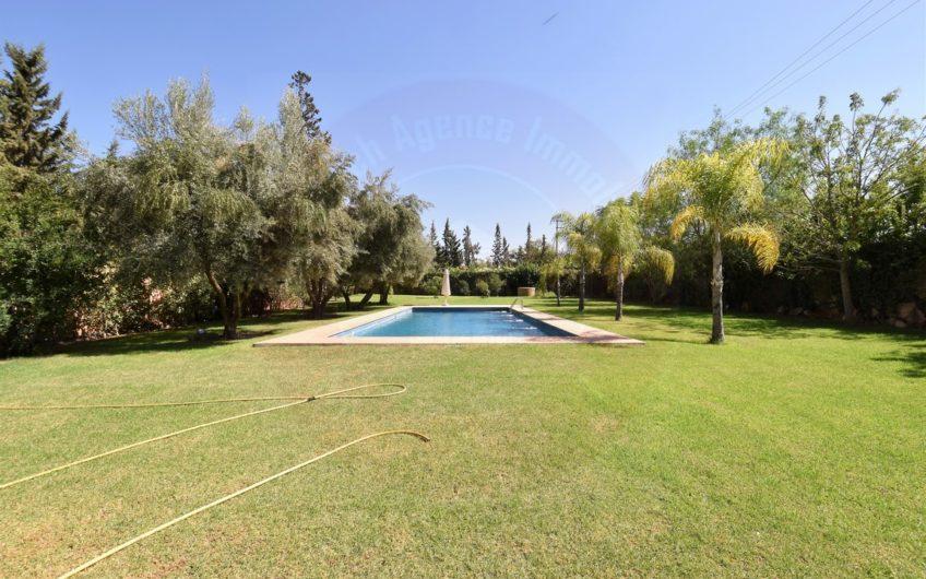 https://www.marrakech-immobilier.eu/nos-biens/marrakech-route-ourika-villa-a-vendre-contemporaine/