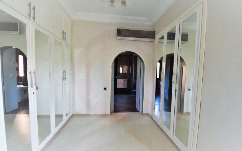 https://www.marrakech-immobilier.eu/nos-biens/marrakech-agdal-villa-a-vendre-sur-golf/