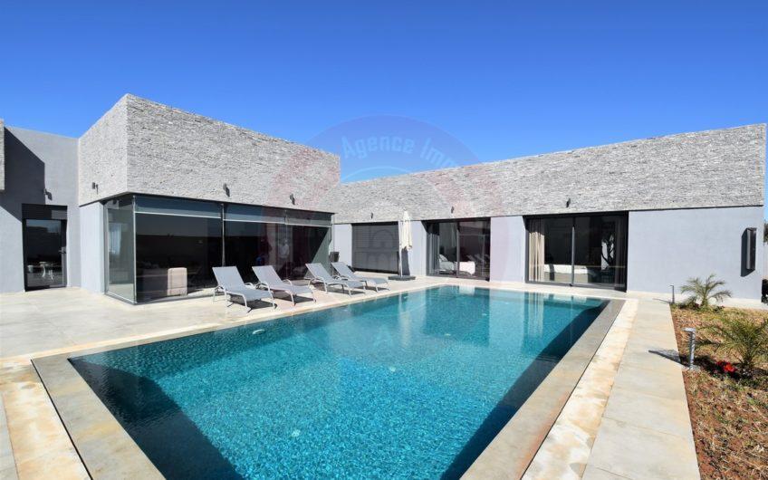 https://www.marrakech-immobilier.eu/nos-biens/marrakech-route-ouarzazate-superbe-villa-a-louer/