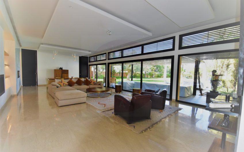 https://www.marrakech-immobilier.eu/nos-biens/marrakech-residence-golfique-villa-4-suites/