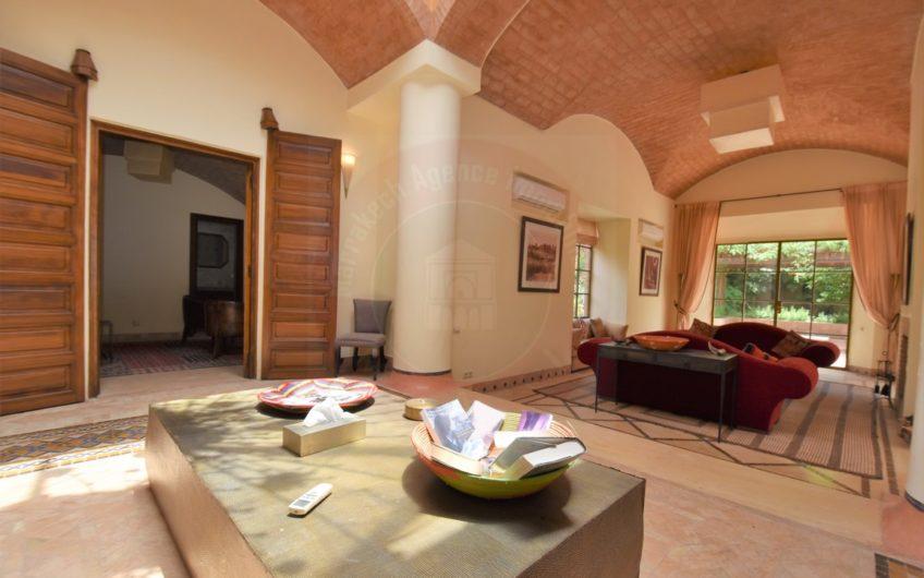 https://www.marrakech-immobilier.eu/nos-biens/marrakech-belle-villa-a-la-vente-sur-golf/